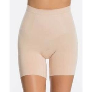 Spanx short nude OnCore Mid Thigh